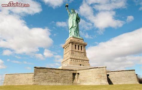 piedistallo della statua della libert 224 foto new york