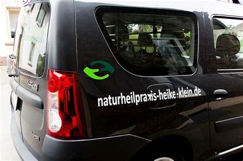 Auto Logo Bekleben by Autowerbung Fahrzeug Beschriftung Logo Auto Bekleben
