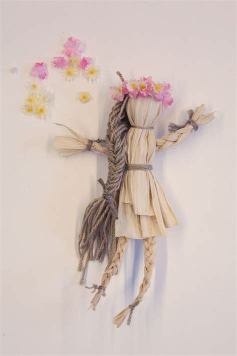 corn husk dolls easy 37 best images about corn husk dolls on autumn