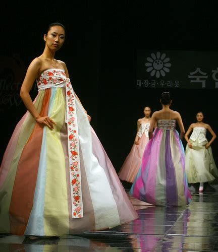 Ugly dress of the week herpzilla invades korea the not a wedding
