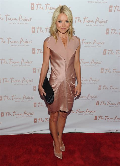 kelly rippa soft curls more pics of kelly ripa medium curls 1 of 13 shoulder