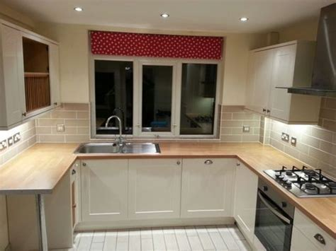 Approx 4yr old Howdens Burford Cream Gloss Kitchen