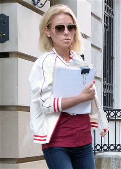 where did kelly ripa move to in nyc kelly ripa leaving her apartment in nyc 01 gotceleb