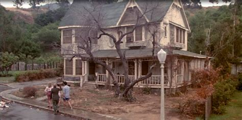 the movie house the burbs movie house tour starring tom hanks and carrie fisher