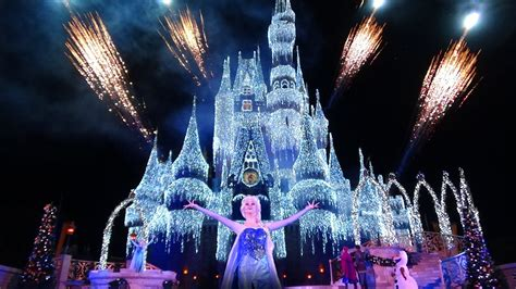 Frozen Live A Frozen Holiday Wish Walt Disney World Frozen Light Show