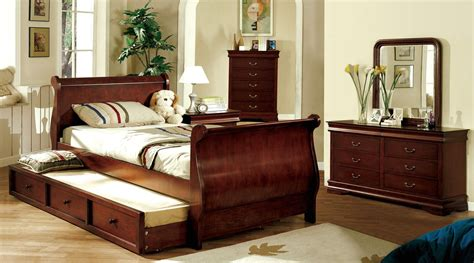 dark cherry bedroom furniture louis philippe jr dark cherry platform sleigh bedroom set