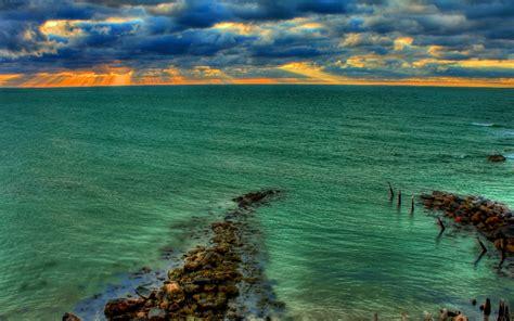 pemandangan laut berwarna hijau pernik dunia
