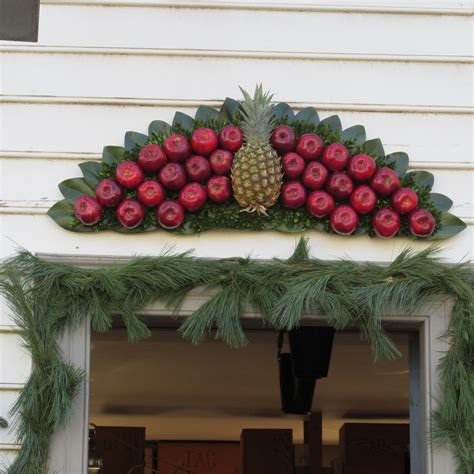 decorations in colonial williamsburg cynthia
