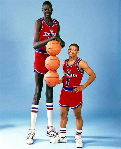 Ta Est Mba Players All Time by Tallest Player To Play In The Nba With The Shortest