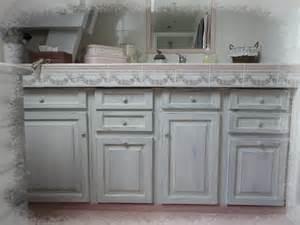 effet shabby pour le meuble de la salle de bain charme d