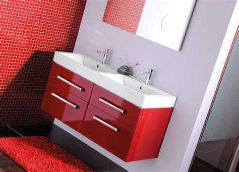 For the lovers of bright colors : SAPHO bathrooms