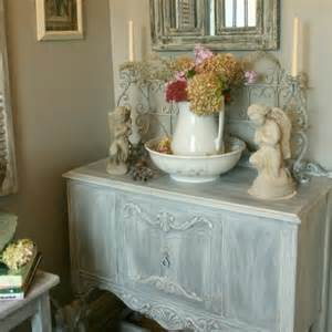 Shabby chic ideas inspired by beautiful flowers and garden decorations