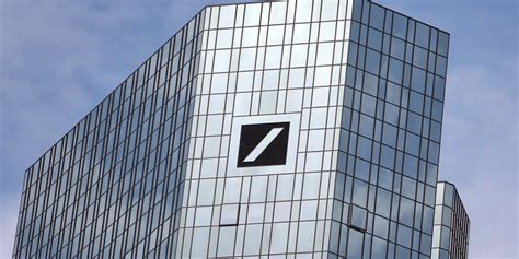deutsche bank bonus deutsche bank r 233 duit les bonus de ses employ 233 s de 80