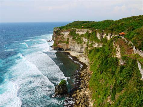 cliff bali german tourist falls to at uluwatu seminyak times