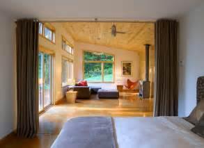 Modern cabin with ider curtain