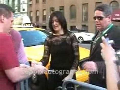 blue tree boutique new york kevin kline phoebe cates signing autographs at sva