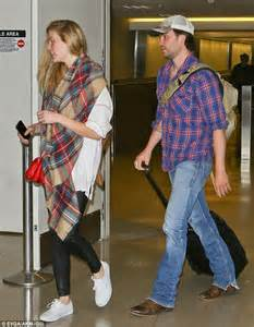 battleship stars brooklyn decker and taylor kitsch arrive