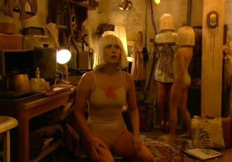 sia chandelier performance kristen wiig dances to sia s chandelier on the grammys