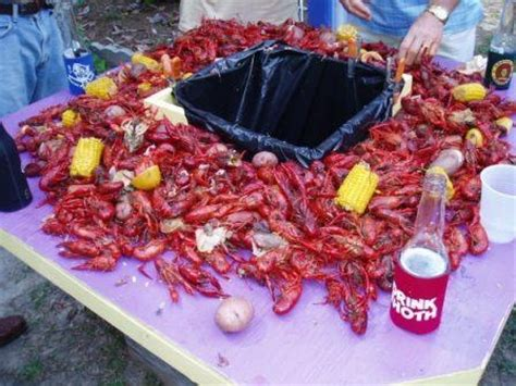 Cajun Crawfish Table by Time To Build A Crawfish Table For The Home Tables