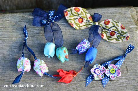 come realizzare fiori di stoffa come realizzare fiori di stoffa per ciondoli e portachiavi