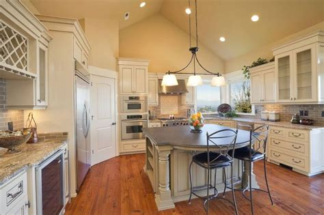 kitchen lighting for vaulted ceilings 1000 ideas about vaulted ceiling lighting on