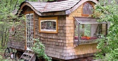 gitani arredamenti la casa gitana in mezzo al bosco costruita con materiali