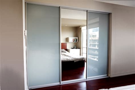 sliding mirrored closet doors for bedrooms unique mirrored sliding closet doors for bedrooms steveb