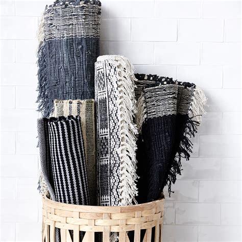 grau weißer teppich teppich schwarz wei grau top lufer teppich trendig modern