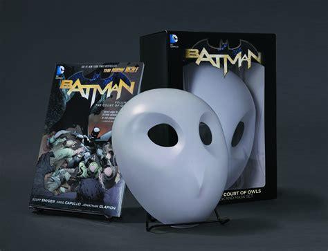 batman noir the court of owls books previewsworld batman court of owls book mask set n52