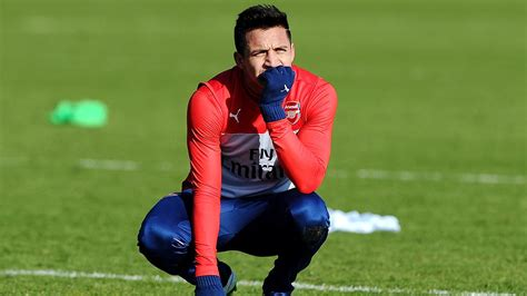 alexis sanchez knee injury alexis sanchez s injury is reason for concern says arsene