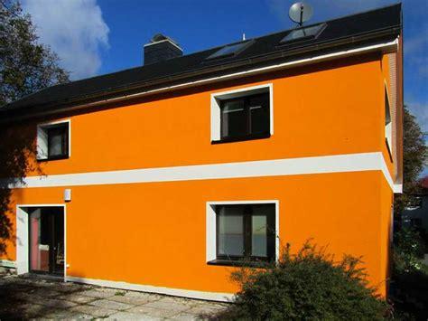Hausfassade Farblich Absetzen by Fassadengestaltung Einfamilienhaus Grau Orange Haus Deko