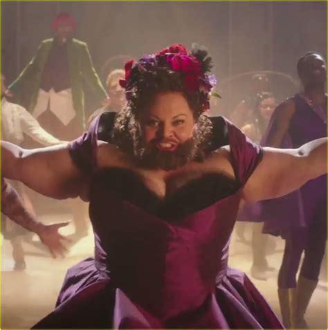watch online the greatest showman by zendaya zendaya is a trapeze artist in greatest showman teasers with zac efron photo 1096634