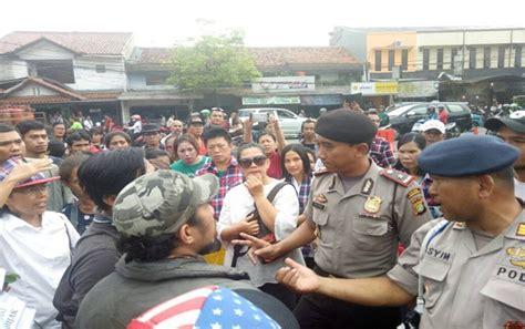 ahok di mako brimob polisi usir massa pendukung ahok di mako brimob jawapos com