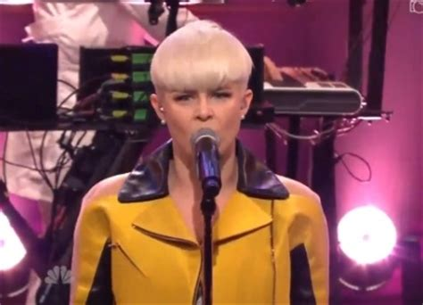 Chingy Performing On Leno Tonight by Robyn Calls Up A Breathtaking Performance On The Tonight