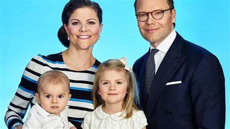 einige bilder zur bald anlaufenden tv serie gibt es obendrauf prinzessin victoria von schweden und ihre familie dieses