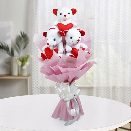 Cute Bouquet Of Teddy Bear   Gift A bouquet of three red