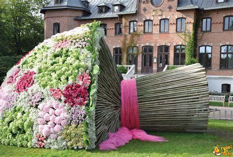 mazzo di fiori immagini un mazzo di fiori molto grosso immagini divertenti