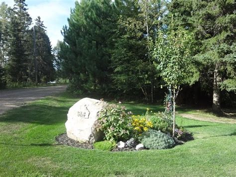 Landscape Rock House Number Flower Beds Around Signs Here S The Flower Bed At The