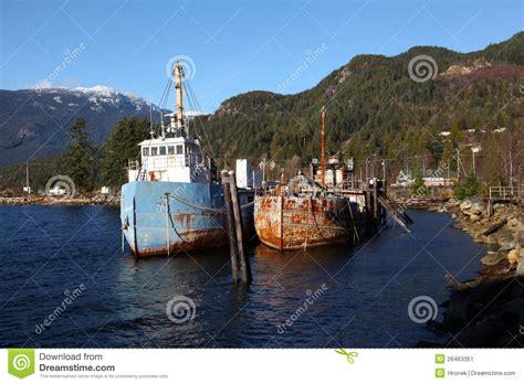 imagenes de barcos oxidados barcos de pesca viejos oxidados imagen de archivo imagen