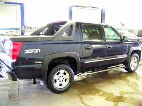 purchase used 2004 chevrolet avalanche 1500 4x4 5 3l gas dark blue loaded nice only 57k miles