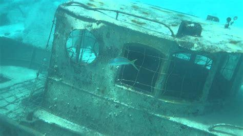 jaws sunken boat castaway cay underwater sunken fishing boat youtube