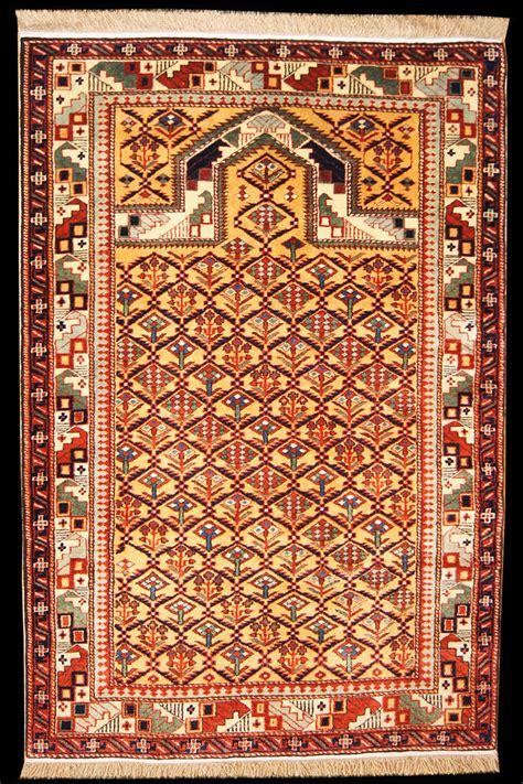 christian prayer rug caucasian shirvan marasali kabistan prayer rug