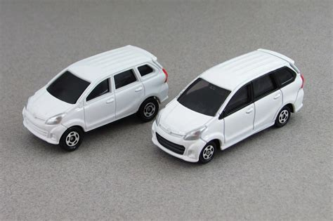 Tomica Toyota Avanza Veloz Putih Reguler As 01 tomica special collection