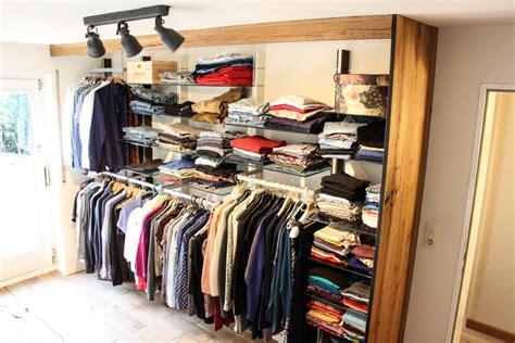 offener kleiderschrank system offener oder begehbarer kleiderschrank do it yourself ideen