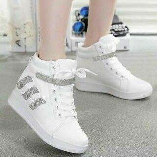 New Sepatu Boots Boot Putih Wanita Cewek Cewe Sekolah sepatu boots wanita bertali warna putih model terbaru