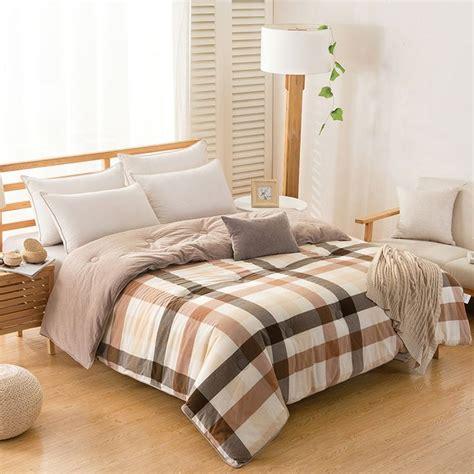 piumoni da letto oltre 25 fantastiche idee su trapunte da letto su