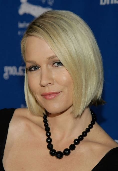 jennie garth chic side parting short straight bob cut