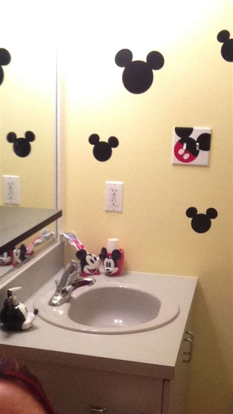 mice in bathroom mickey mouse bathroom decor girls bathroom pinterest