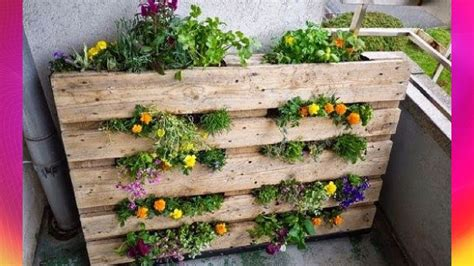small space gardening ideas vertical pallet keyhole