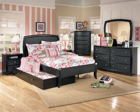 Slugs In Bedroom by Bedroom Furniture Sets For Raya Furniture
